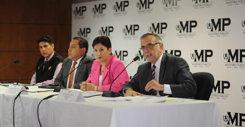 Representantes de la Cicig y el Ministerio Público informaron sobre las capturas de personeros del IGSS y Droguería Pisa por el contrato anómalo para el tratamiento de diálisis peritoneal.