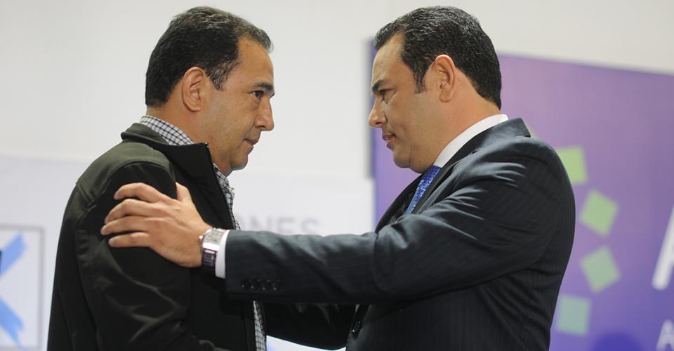 Sammy Morales, el hermano mayor del candidato del FCN-Nación, siempre se acercaba en los recesos.