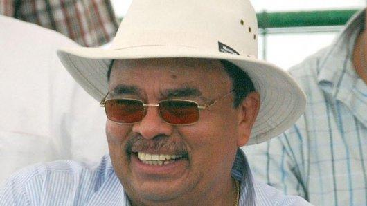 Foto: Cicho López con su doble sombrero de magnate, de Caruna y Albanisa.