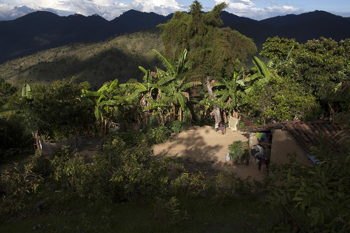 María Lorenza, 12, hermana de Rosa, en el patio de su casa, en la aldea Santo Domingo Santa Rita, municipio de San Miguel Chicaj.