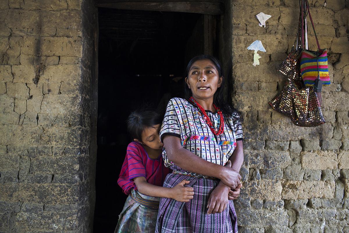 María Francisca, 42 años, mamá de Rosa, junto con su hija Juana.
