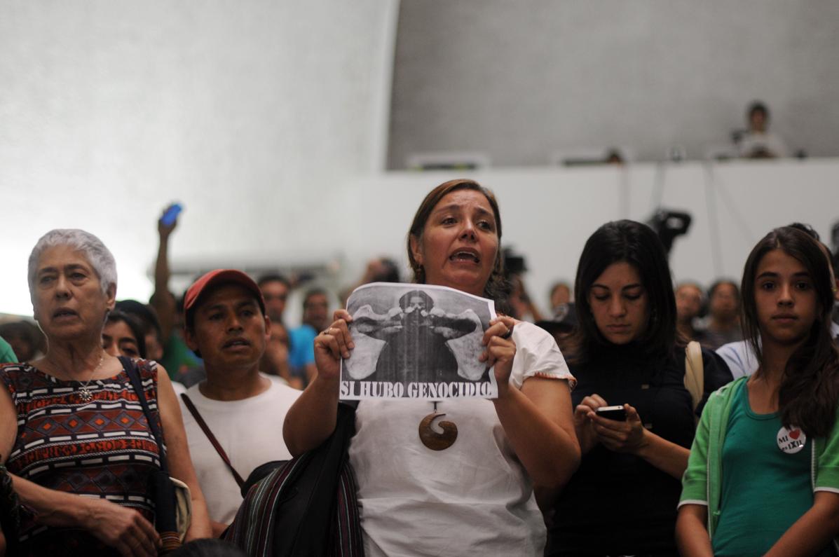 Los asistentes en la sala celebraban la condena de 80 años de prisión para José Efraín Ríos Montt.